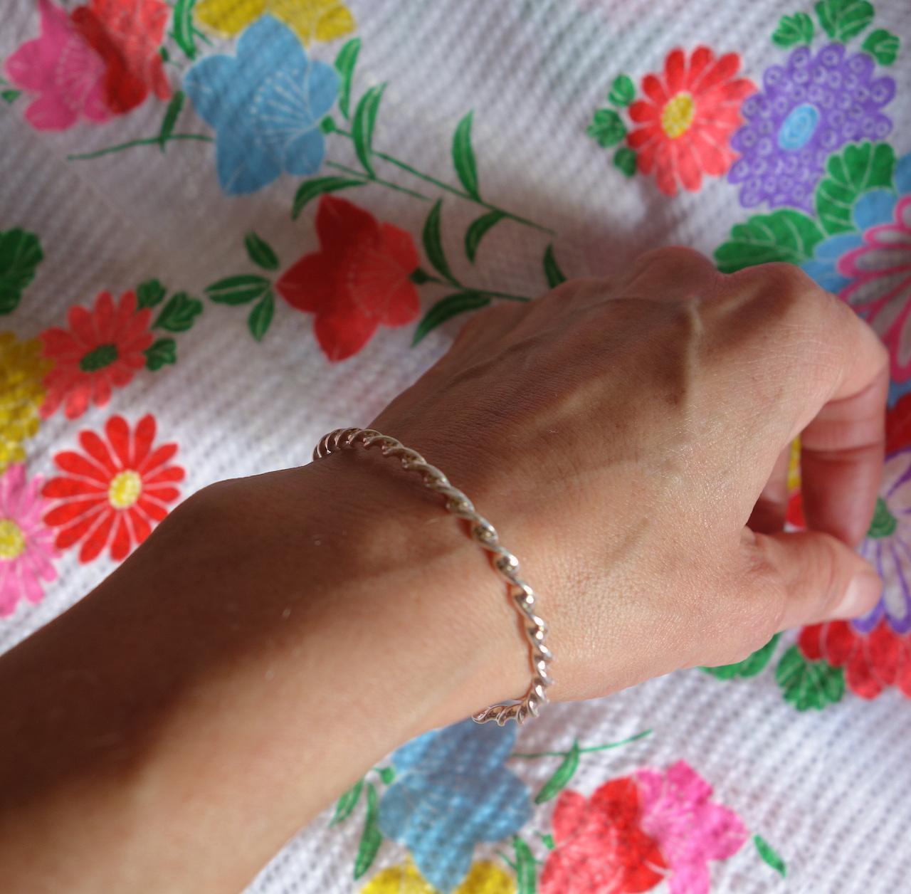 bracelet-jonc-melinda-roulotte-argent-925-torsade-reglable-photo-mannequin.