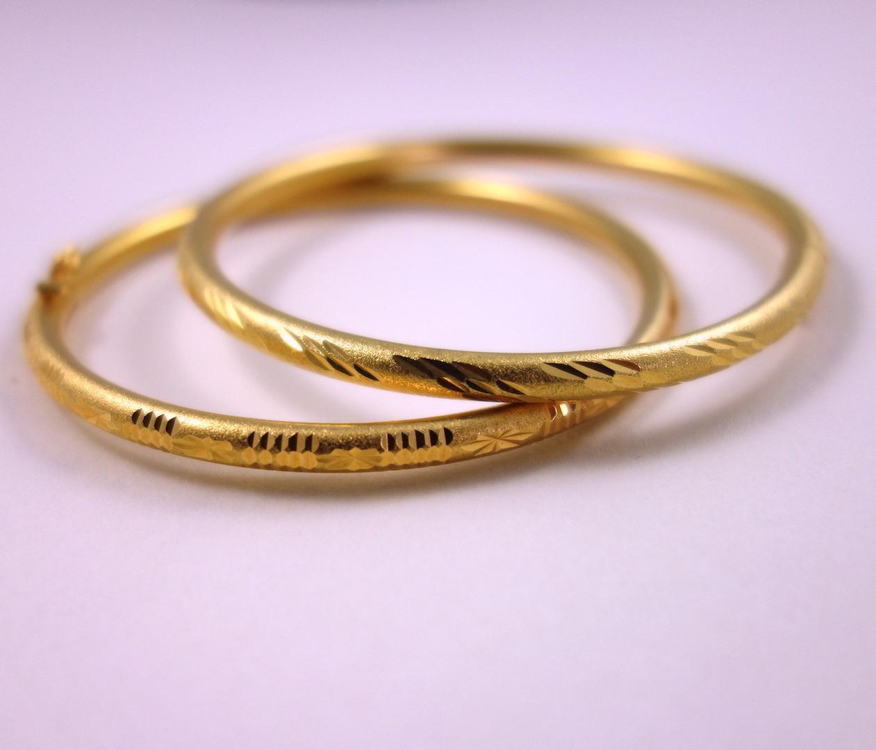 bracelet-jonc-oswa-or-plaque-ouvrage-martele-bijou-traditionnel-thailandais