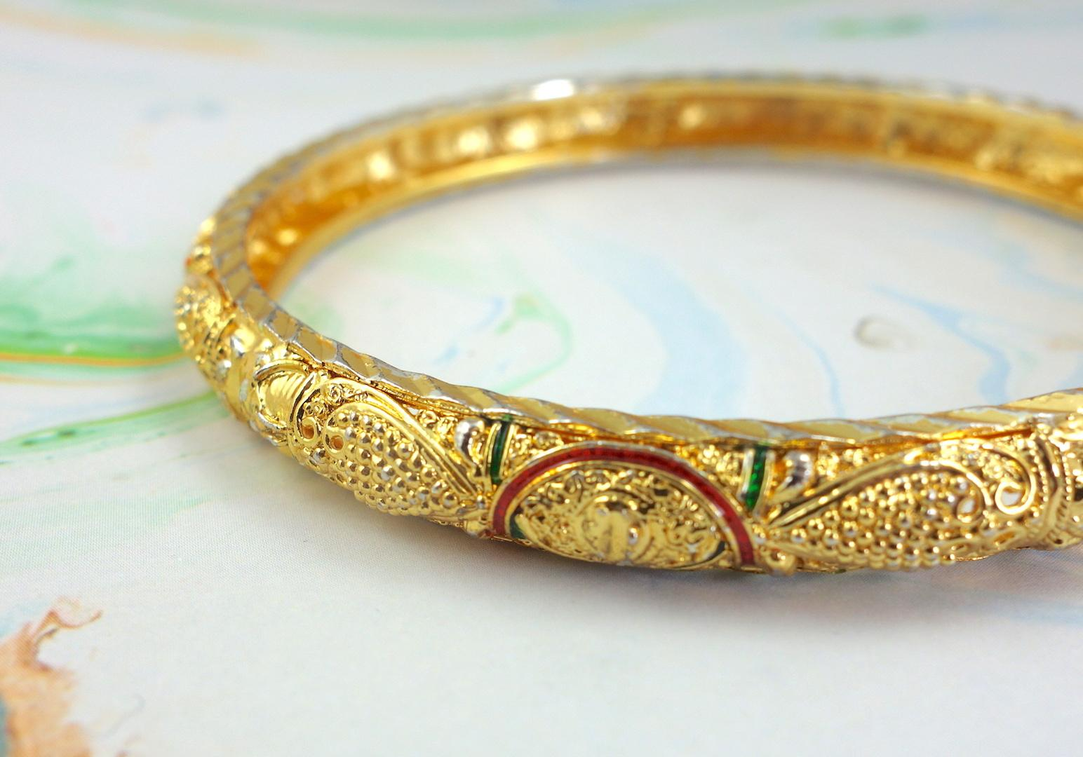 bracelet_india_roulotte_or_ouvrage_bangle_boheme_vintage_macro