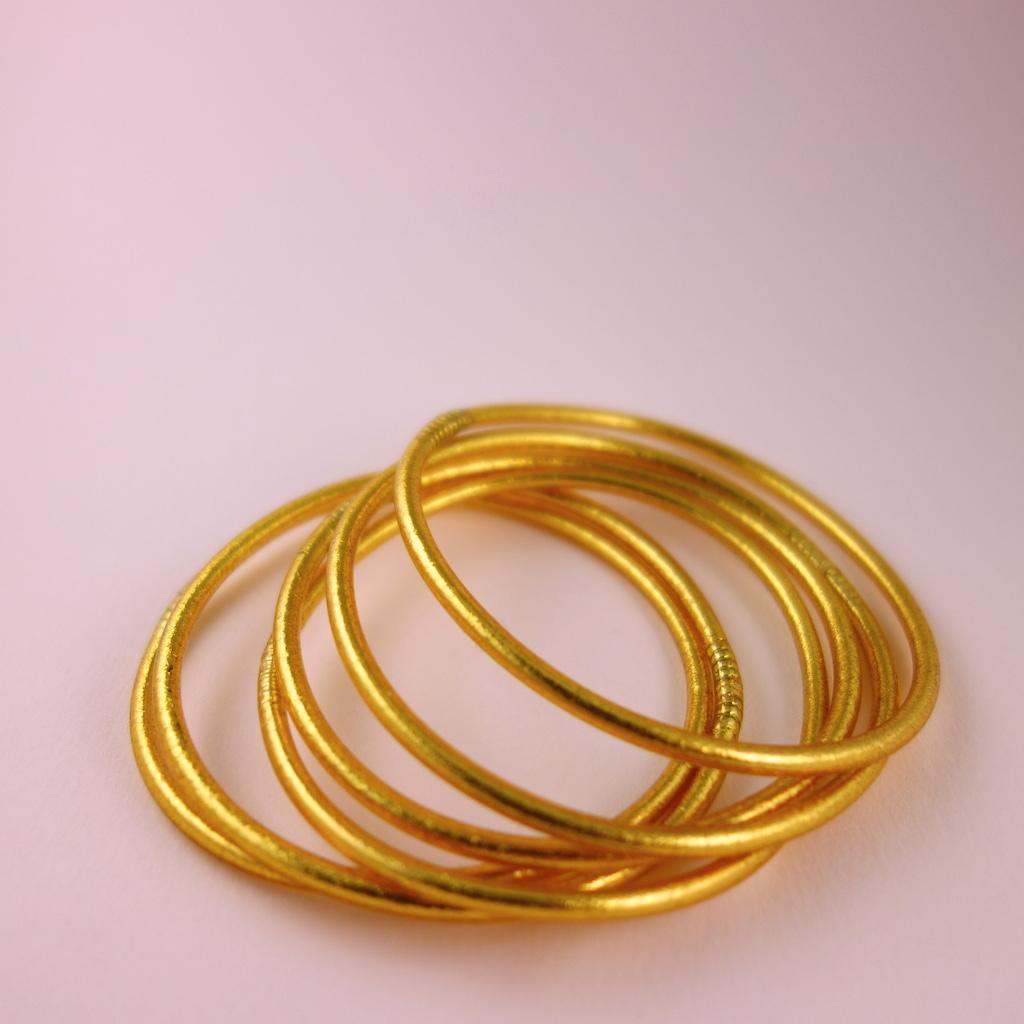 Bracelet jonc de temple fin bouddhiste feuille d'or et caoutchouc porte bonheur