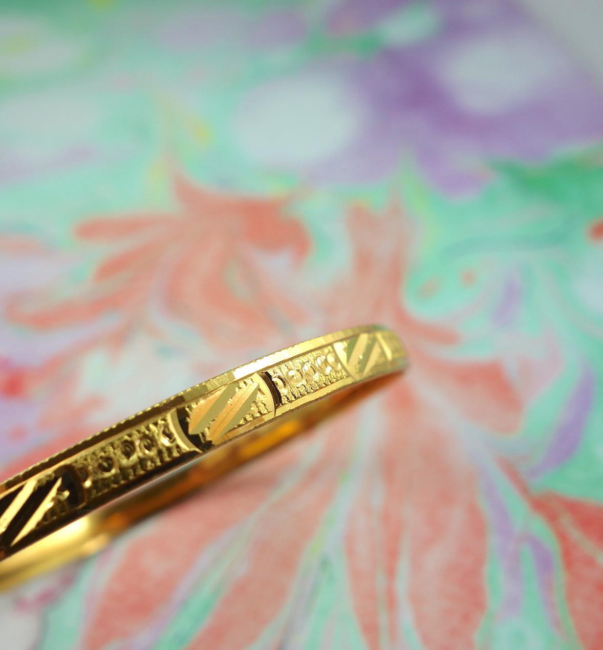 bracelet-oriane-roulotte-laiton-dore-ouvrage-martele-facon-vintage-retro-voyageur-photo-macro
