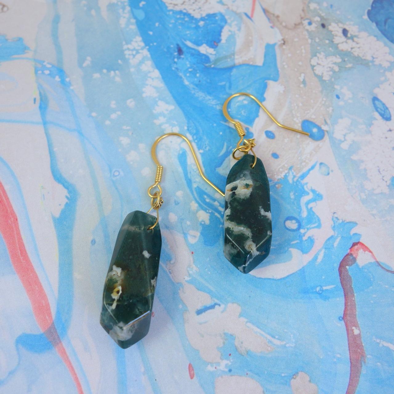 Boucles-oreille-Bettina-Roulotte-pierre-precieuse-malachite.dormeuse-dore-or-fin