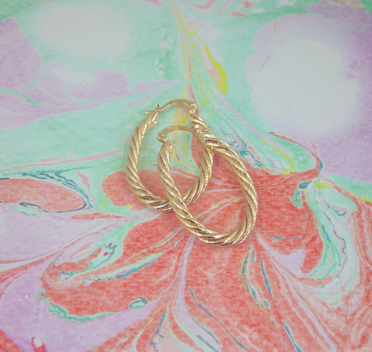 Boucles-oreilles-luisa-Roulotte-plaque-or-vintage-retro-intemporel-torsade-ovale-creoles-precieuses
