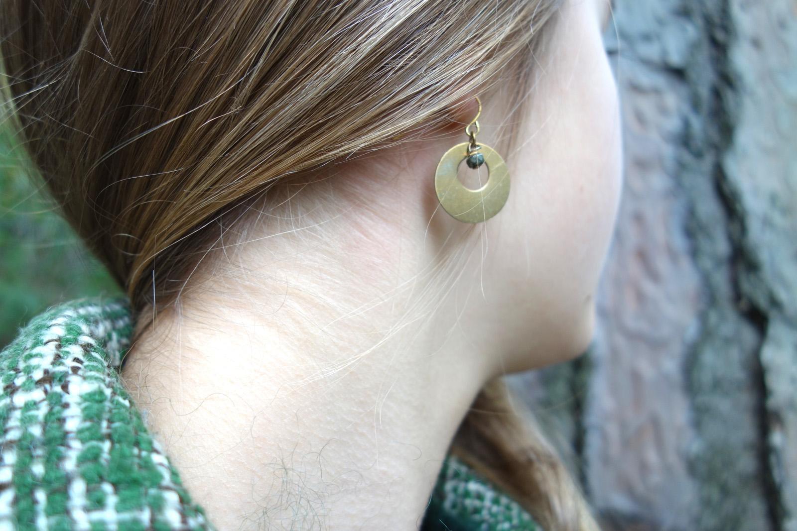 Boucles d'oreilles luna modèle dormeuses dorées or fin pyrite laiton vintage