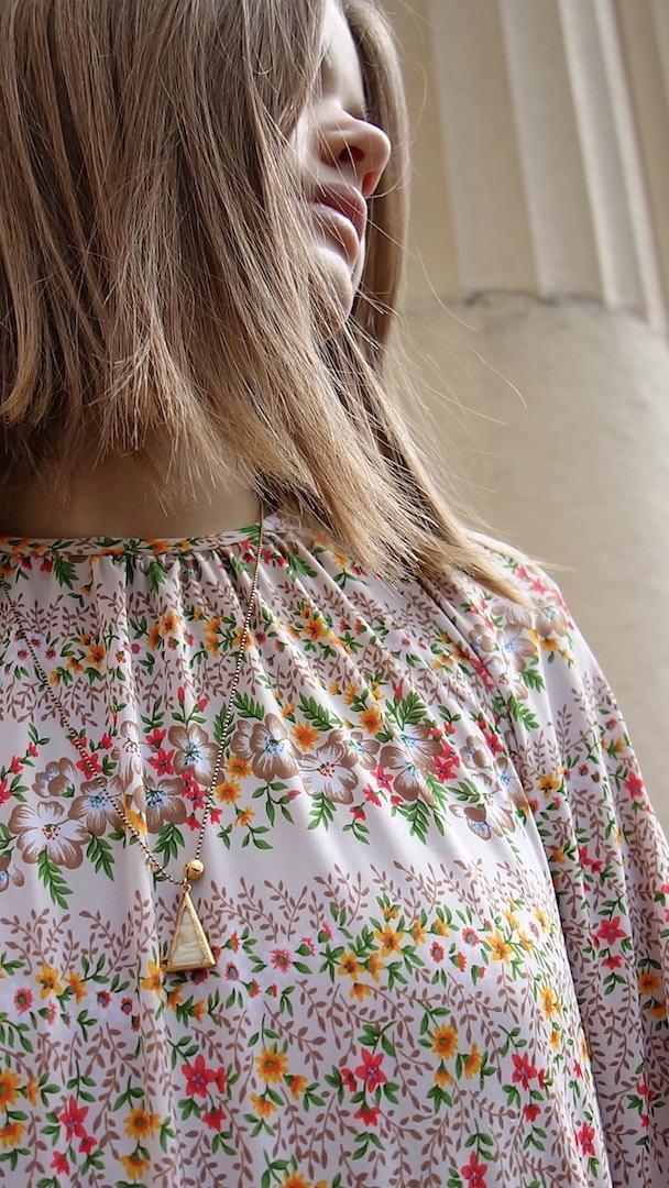 collier-bouddha-roulotte-laiton-perle-or-plaque-chaine-boules-thailande-talisman-mannequin