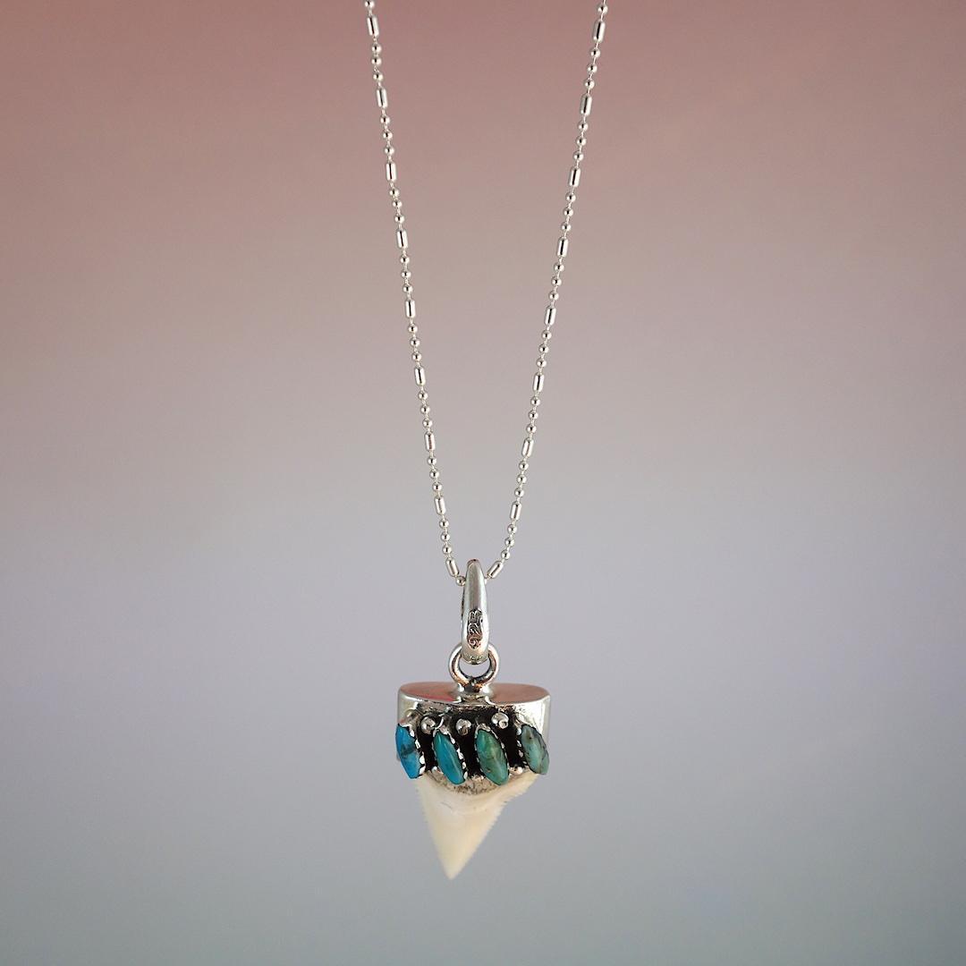 collier-malinche-roulotte-argent-turquoise-surfeuse-mexique-dent-de-poisson-grigri-talisman-aventuriere