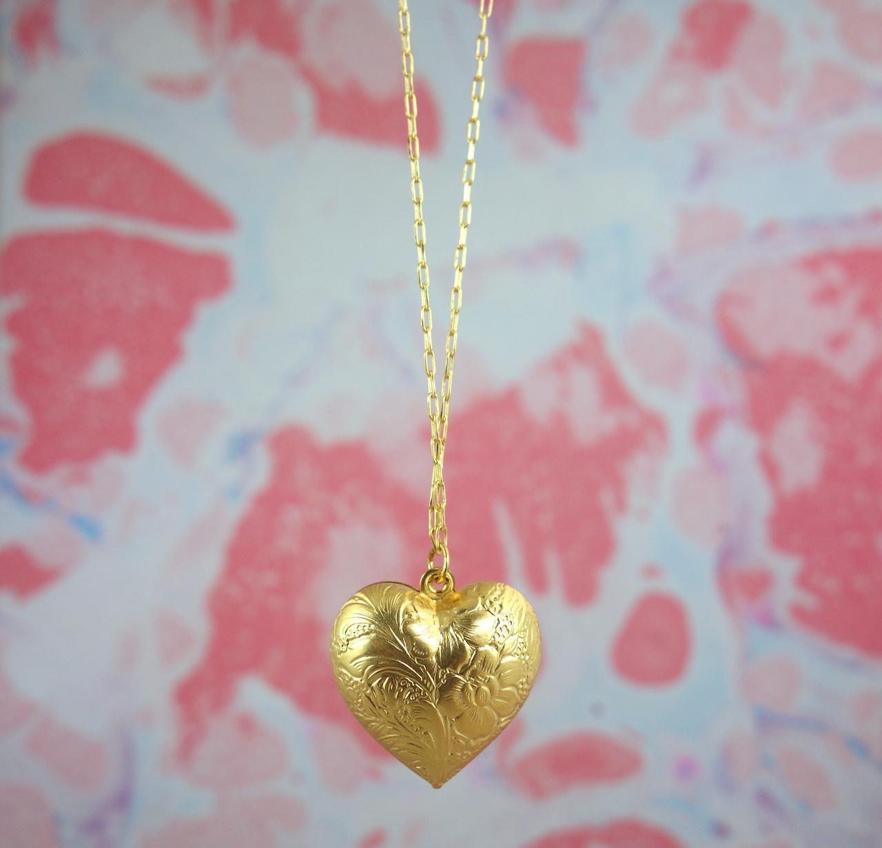collier-sautoir-Saskia-roulotte-dore-or-fin-retro-vintage-ouvrage-amour-coeur-precieux