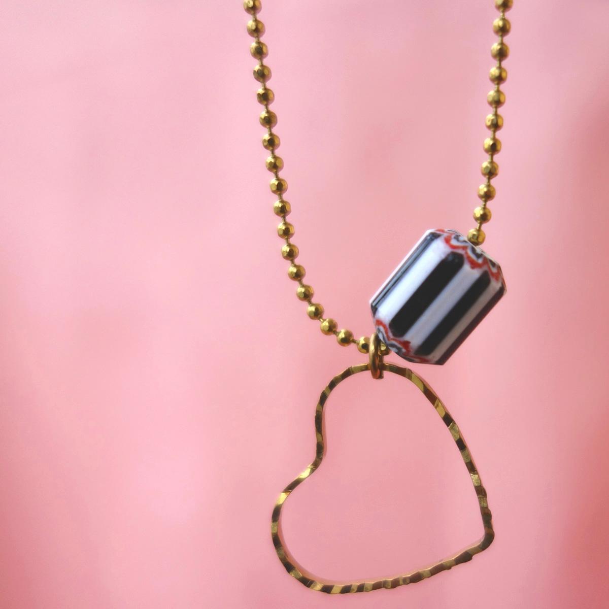 Collier love laiton vintage perle de Murano et coeur ouvragé amour
