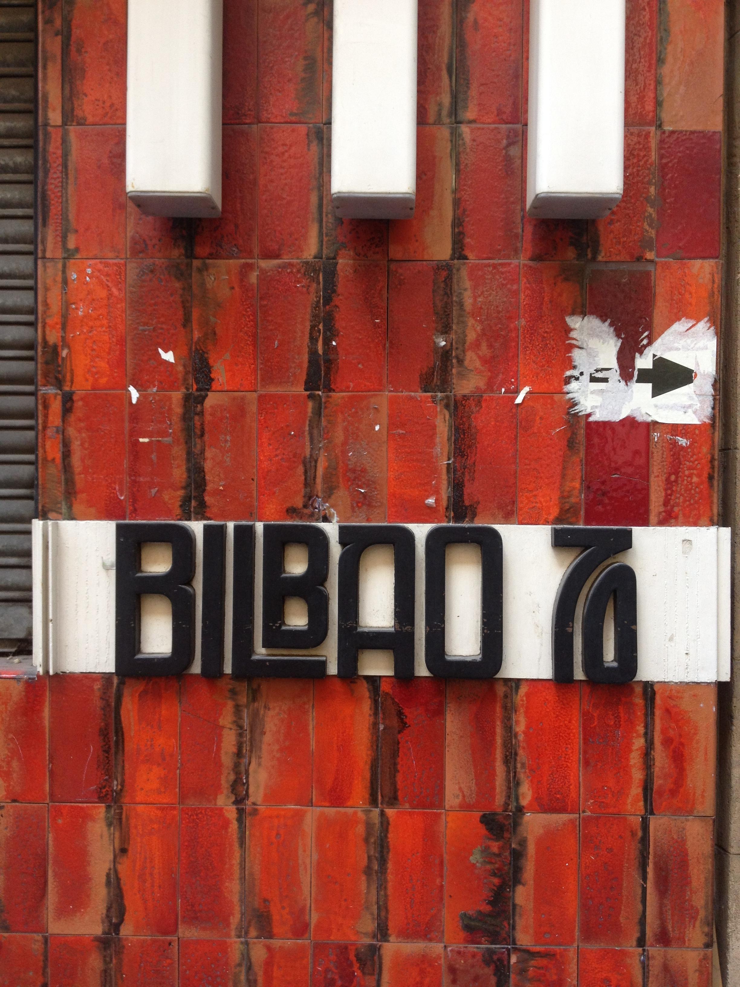 Devanture rouge 70s Bilbao