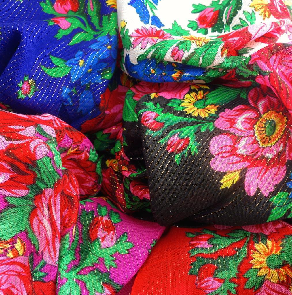 Foulard bohème fleuri russe gipsy